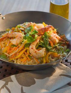 20 Dinner Recipes That Have Ramen Noodles as a Main Ingredient Asiatische Nudeln mit Garnelen Quick Recipes, Asian Recipes, Cooking Recipes, Healthy Recipes, Healthy Meals, Oriental Recipes, Asian Noodles, Ramen Noodles, Pasta Salat