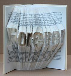 handgefaltetes Buch Schriftzug Forever