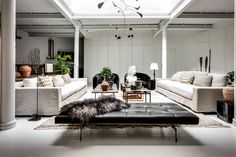 Can you spot that symmetry? Black and white galore⚫️⚪️⚫️⚪️ Modern interior design inspo! Living Room Lounge, My Living Room, Apartment Design, Apartment Living, Dream Apartment, Masculine Room, Gravity Home, Loft, Modern Interior Design
