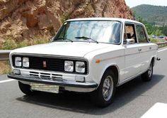 El SEAT 1430 fue presentado en el Salón Internacional del Automóvil de Barcelona en su edición del año 1969. Básicamente, se trataba del Fiat 124 Special presentado en 1968, al cual se le añadían... Retro Cars, Vintage Cars, Antique Cars, Fiat 128, Fiat Cars, Fiat Abarth, Old Classic Cars, Bmw E30, Small Cars