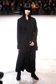 [No.2/42] Yohji Yamamoto 2013~14秋冬コレクション | Fashionsnap.com
