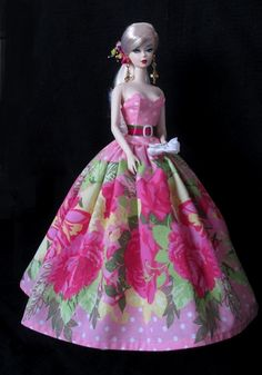 This row of large flowers works well in this dress.