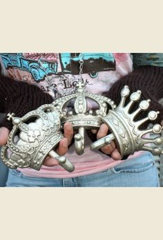 For my princess Ava.....crown wall hooks. . . { junk gypsy co - http://gypsyville.com/ }