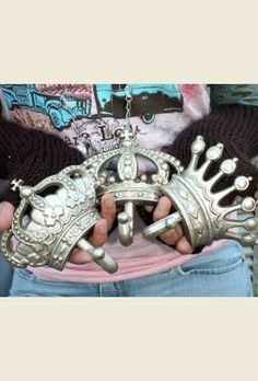 crown wall hooks. . . { junk gypsy co - http://gypsyville.com/ }
