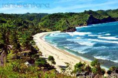 Ombak pantai Teleng Ria cocok untuk bermain dan berselancar