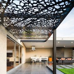 There are lots of pergola designs for you to choose from. You can choose the design based on various factors. First of all you have to decide where you are going to have your pergola and how much shade you want. Diy Pergola, Patio Diy, Pergola On The Roof, Pergola Carport, Small Pergola, Pergola Canopy, Pergola Swing, Metal Pergola, Outdoor Pergola