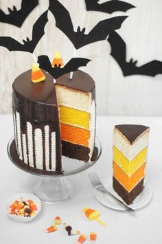 Candy Corn Tuxedo CakeHere is a real treat for you to serve at your halloween party. This candy corn tuxedo ca Bolo Halloween, Pasteles Halloween, Dessert Halloween, Halloween Baking, Halloween Goodies, Halloween Food For Party, Halloween Cakes, Halloween Halloween, Halloween Birthday