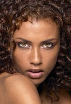 Faces with Dark Skin and Light Eyes. Most Beautiful Eyes, Stunning Eyes, Beautiful Black Women, Beautiful People, Amazing Eyes, Pretty Eyes, Cool Eyes, Regard Intense, Look Into My Eyes