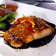 Two things i love - teriyaki & salmon You don't have to be an expert cook in the kitchen in order to make absolutely sublime Japanese teriyaki salmon for dinner. You only need a few ingredients and your favorite side dish to start the ball rolling. Salmon Recipes, Fish Recipes, Seafood Recipes, Cooking Recipes, Cooking Ideas, Make Teriyaki Sauce, Salsa Teriyaki, Salmon Dishes, Fish Dishes