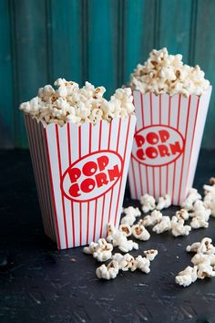 You don't need to hit up the movie theater to enjoy the best popcorn ever! Enjoy buttery goodness at home with this simple step-by-step tutorial. Movie Theatre Popcorn Recipe, Movie Theater Snacks, Movie Popcorn, Best Popcorn, Homemade Popcorn, At Home Movie Theater, Cinema Popcorn, White Popcorn, Perfect Popcorn