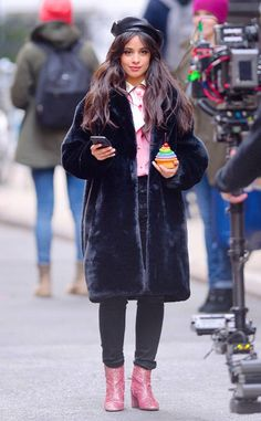 Camila Cabello from Celebs' Best Street Style Celebrity Outfits, Celebrity Style, Marceline Outfits, Classy Outfits, Casual Outfits, Best Street Style, Street Styles, Camilla, Camila And Lauren