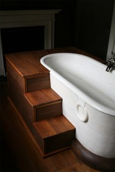 Steps leading into a bath - easy access