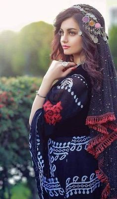 Look Book Fashion. Top Tips To Help You Be More Stylish. Many people would like to be more fashionable, but they are unaware of how to do so. Afghani Clothes, Afghan Girl, Muslim Beauty, Afghan Dresses, Stylish Girl Pic, Muslim Girls, Beautiful Hijab, Girls Dpz, Girl Photos
