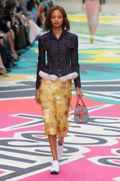 London FW S/S 2015 Burberry Prorsum. See all fashion show at: http://www.bookmoda.com/?p=31376 #spring #summer #ss #fashionweek #catwalk #fashionshow #womansfashion #woman #fashion #style #look #collection #london #BurberryProrsum @burberry