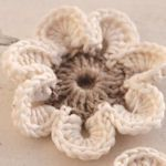 Lovely Crochet Flowers: {Free Patterns & Instructions} links to different patterns. by Tipnut Lovely Crochet Flowers: {Free Patterns & Instructions} links to different patterns. by Tipnut Crochet Puff Flower, Knitted Flowers, Crochet Flower Patterns, Crochet Motif, Crochet Yarn, Crochet Stitches, Crochet Hooks, Scarf Patterns, Crotchet
