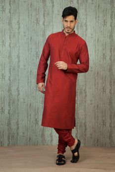 #RomanticOuting  For him: A light, airy kurta in lively hues would be a comfortable pick for travelling.