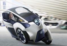 Agil wie ein Motorrad, komfortabel wie ein Pkw: Die Genf-Studie i-Road von Toyota ist ein neuer Vorschlag für die zukünftige Mobilität in Innenstädten. Allerdings glauben die Japaner momentan selbst nicht so recht an den Erfolg der Elektroautos.