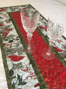 Asztali futók 3 Elegant Christmas Table Decoration The Ideas In Your Head Will Rule Your Wor Quilted Table Runners Christmas, Christmas Runner, Table Runner And Placemats, Table Runner Pattern, Christmas Table Mats, Xmas Table Runners, Green Christmas, Diy Christmas, Christmas Table Decorations