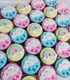 Chuva de Amor 🌧️❤️ ✨ www.tudebolos.com.br ✨ #tudebellonbolosartisticos #tudebolos #cupcakes #chuvadeamor #festachuvadeamor #cupcakeschuvadeamor #arcoiris #nuvem #chuva #climatempo Pastel Sky, Fondant Cupcake Toppers, Rainbow Baby, Cake Designs, Biscotti, First Birthdays, Cake Decorating, Birthday Cake, Diy Projects