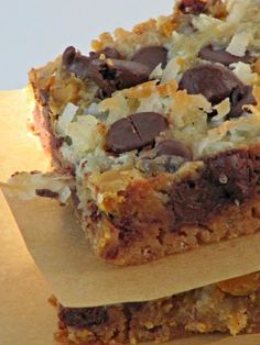 Once Upon A Chocolate Life: Magic Bars, 7 Layer Bars, Hello Dolly Bars - This sounds more like the recipe Dawn gave me. Cake Bars, Dessert Bars, Köstliche Desserts, Delicious Desserts, Dessert Recipes, Yummy Food, Homemade Desserts, Magic Cookie Bars, Magic Bars