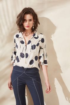 Digite um texto Womens Fashion Casual Summer, Office Fashion Women, Womens Fashion For Work, Fashion Over 40, Look Fashion, Urban Chic, Women's Fashion Dresses, Casual Chic, Blouses For Women