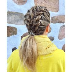 "Heli sanoo Instagramissa: ""Palm Sunday hairstyle: #suspendedinfinitybraid 💛 . . . #silmukoitukahdeksikkoletti #palmusunnuntai #braidinghair #braidideas #braidingbad…"""