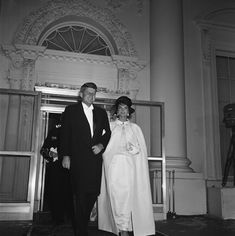 Jacqueline and John Kennedy leaving for the inaugural balls, 1961