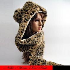 フェイクファーのマフラー付きアニマル帽子です。