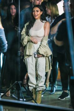 kim kardashian, kim kardashian style, and kim kardashian hair image Looks Kim Kardashian, Estilo Kardashian, Kardashian Jenner, Kourtney Kardashian, Kardashian Fashion, Kim Kardashian Style 2016, Kardashian Kollection, Kendall Jenner, Kylie Pop Up Store