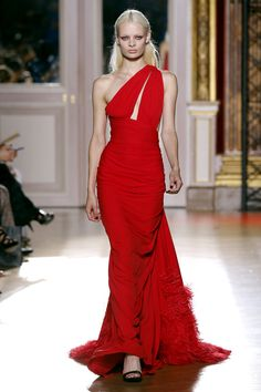 Zuhair Murad asymetric one shoulder red gown. Haute Couture Automne-Hiver 2012-2013.