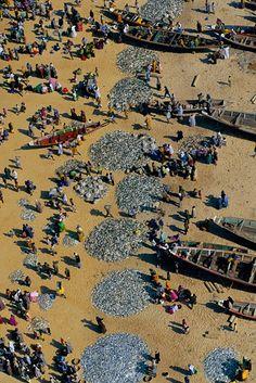 YannArthusBertrand2.org - Fond d écran gratuit à télécharger || Download free wallpaper - Retour de pêche aux environs de Dakar, Sénégal (14°43' N – 17°26' O).