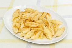 Twarożek, jajko i maka i pyszne kluseczki leniwe dla całej rodziny gotowe! Snack Recipes, Snacks, Onion Rings, Apple Pie, Kids Meals, Shrimp, Chips, Meat, Ethnic Recipes