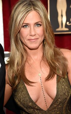 Pin for Later: Drool Over Every Gorgeous Beauty Angle at the SAG Awards Jennifer Aniston Jennifer's layered golden locks were the picture of California-chic perfection on the red carpet. Jennifer Aniston Style, Jennifer Aniston Pictures, Jennifer Aninston, Jennifer Love Hewitt, Jennifer Lopez, Try On Hair Color, Beautiful Celebrities, Most Beautiful Women, Celebs
