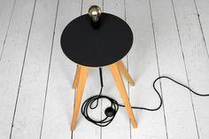 Laemple und Tisch by Alex Valder