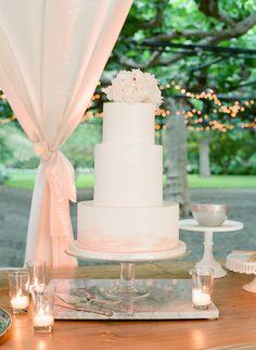 Modern chic wedding cake: http://www.stylemepretty.com/2017/04/26/modern-garden-art-wedding/ Photography: Jose Villa - http://josevilla.com/