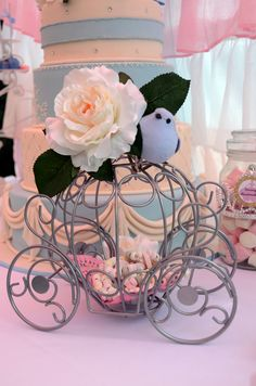 Decorations at a Cinderella Party #cinderella #partydecor