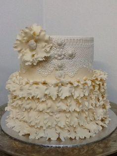 Ivory Wedding cake with edible lace and sugar crafted flower. Carina 0823005301. Lydenburg, Dullstroom, Machadodorp , Belfast, Ohrigstad