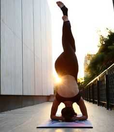 How to: Headstand — Mika Blog