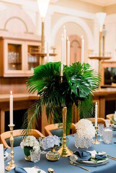 Tischdekoration Hochzeit Hochgestecke #tischdeko #hochzeit #artdeco #hochgesteck #monstera Peaky Blinders Hochzeit - Ideen für eine 20er Jahre Hochzeit | Hochzeitsblog The Little Wedding Corner...