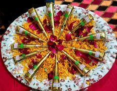 Small Wedding Decor, Desi Wedding Decor, Wedding Mandap, Garden Wedding Decorations, Mehendi Decor Ideas, Thali Decoration Ideas, Mehndi Decor, Indian Wedding Pictures, Indian Wedding Video