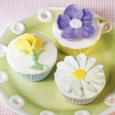 Mixed Bouquet Cupcakes - Your springtime cupcakes can be as colorful as a field of wildflowers. These flower topped treats feature colorful Rosebuds, Daisies and Apple Blossoms. Baking Cupcakes, Cupcake Recipes, Cupcake Cakes, Fancy Cupcakes, Cupcake Icing, Cup Cakes, Frosting, Chocolate Biscuits, Chocolate Cookies