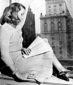 Veronica Lake reading in the mid 1940s.