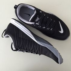Black Nike lunarlon shoes Black Nike lunarlon shoes. New in box. Can be used to train as well as everyday Nike Shoes Athletic Shoes