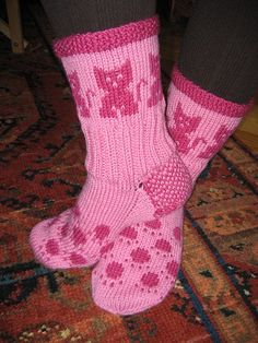 Kattstrumpor 4 by Borntoknit, via Flickr Crochet Socks, Knitting Socks, Baby Knitting, Knit Crochet, Crochet Baby, Big Knit Blanket, Big Knits, Kids Socks, Cat Design