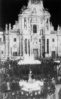 Semana Santa frente a la Catedral de Murcia Murcia, Painting, Old Pictures, Gastronomia, Antigua, Black And White, Fotografia, Funny, Sweetie Belle