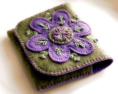 Embroidered felt wallet / lil' holder. Inspiration. Click to see insides!