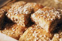 Kulinaari-ruokablogi: Kaurainen peltileipä syntyy kädenkäänteessä Banana Bread, Bakery, Cooking Recipes, Yummy Food, Cookies, Desserts, Healthy, Crack Crackers, Tailgate Desserts