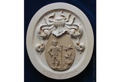 Family Coat of Arms custom carved in wood Crests Wooden crest Heraldic Heraldry wood Hand-carved custom-made Classical Traditional Emblems Fine woodcarving Ornamental woodcarver Patrick damiaens http://www.patrickdamiaens.be