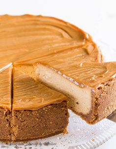 Sweet and creamy with touch of sea salt, this decadent dulce de leche cheesecake is quite a treat! Sweet and creamy with touch of sea salt, this decadent dulce de leche cheesecake is quite a treat! Cheesecake Recipes, Dessert Recipes, Banoffee Cheesecake, Salted Caramel Cheesecake, White Chocolate Cheesecake, Fromage Cheese, Salty Cake, Savoury Cake, Clean Eating Snacks