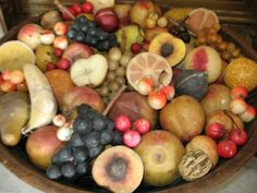 OK, here's an open invitation. Or maybe I'm just begging here. Anyhow, send me some pics of your stone fruit collection. I want to post pi. Italian Vegetables, Fruits And Vegetables, Veggies, Fruit Love, Colonial Decorating, Alabaster Stone, Fruit Picture, Market Displays, Stone Fruit